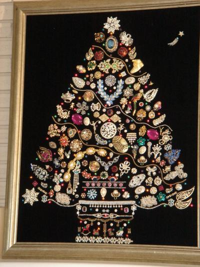 Christmas Trees made out of Costume Jewelry on Pinterest ...